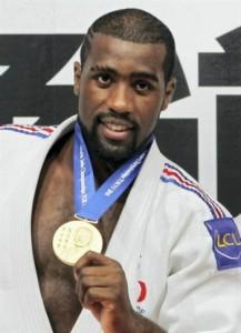 Jo-Londres-2012-Teddy-Riner-médaille
