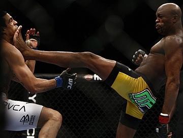 G-Anderson-Silva-vs-Vitor-Belfort-no-UFC-126